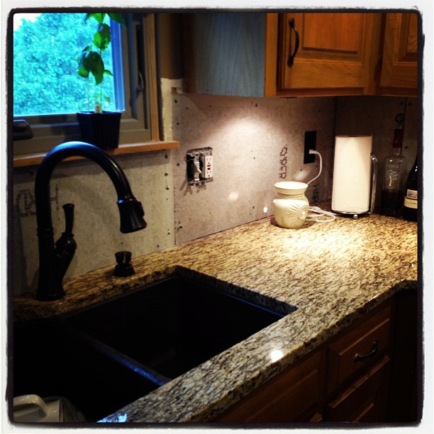How to Coordinate Kitchen Cabinet Doors with Granite Counters : kitchen cabinet coatings - Cheerinfomania.Com